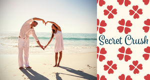 形成心脏的逗人喜爱的夫妇的综合图象塑造与胳膊 库存图片