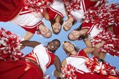 形成杂乱的一团的啦啦队员 免版税库存图片