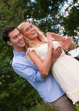 形成现有量的夫妇安置他们的年轻人 免版税库存照片