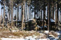 形成石灰岩地区常见的地形山波兰stolowe 免版税库存图片