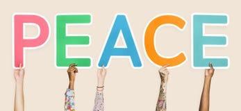 形成词和平的五颜六色的信件 免版税库存图片