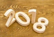 形成2018年的木图,雕刻从轻的木头在backg 库存图片
