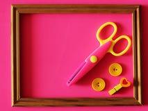 形状的剪刀和按钮,工艺供应 装饰的剪刀 库存图片