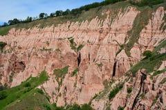 形状的接近的看法形成从Sebes的红色山沟 库存图片