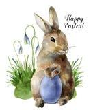 水彩与兔宝宝、snowdrops和色的鸡蛋的复活节卡片 与传统标志的手画印刷品被隔绝的  皇族释放例证