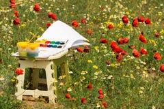 水彩和刷子在鸦片领域 库存照片