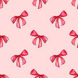 水彩红色桃红色弓磁带丝带礼物无缝的样式背景 免版税库存照片