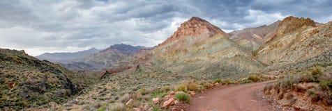 彩绘沙漠峡谷全景 免版税图库摄影