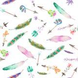 水彩羽毛和浪漫箭头的无缝的样式 库存图片