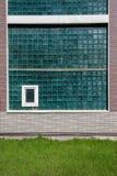 彩色玻璃和绿土大窗口  免版税库存图片