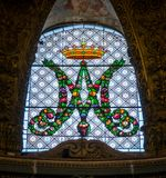 彩色玻璃在圣玛丽亚小山谷` Orto教会里,在罗马,意大利 免版税库存照片