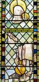 彩色玻璃在圣约翰8的教堂A关闭 免版税库存照片