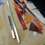 彩色玻璃项目零件和纸 库存图片