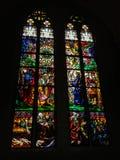 彩色玻璃Windows在圣尼古拉斯大教堂里,创造由波兰画家约瑟夫Mehoffer在1896和1936年,弗里堡之间 免版税库存照片