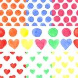 水彩色的心脏,圆点 无缝的婴孩 免版税库存图片