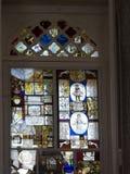 彩色玻璃在Jeronimos修道院里在里斯本葡萄牙 免版税图库摄影