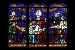 彩色玻璃在Votiv Kirche奉献的教会在维也纳 免版税库存图片