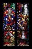 彩色玻璃在Votiv Kirche奉献的教会在维也纳 免版税库存照片