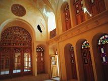 彩色玻璃门,窗口,上升了在回教宫殿里面 库存图片