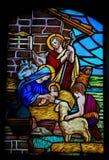 彩色玻璃-在圣诞节的诞生场面 免版税库存照片