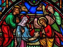彩色玻璃-在圣诞节的诞生场面 库存图片