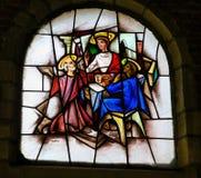 彩色玻璃-耶稣和两个门徒埃莫的 库存照片