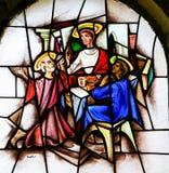 彩色玻璃-耶稣和两个门徒埃莫的 库存图片