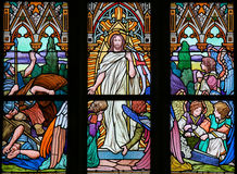 彩色玻璃-起来从坟墓的耶稣 图库摄影
