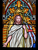 彩色玻璃-起来从坟墓的耶稣 库存图片
