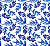 水彩蓝色叶子和淡紫色重复样式 免版税库存图片