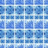 水彩蓝色花卉无缝的样式 导航在国画样式的背景在瓷或俄语、阿拉伯语和荷兰 免版税库存照片