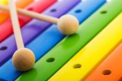 彩虹上色了木玩具木琴反对白色背景 库存图片