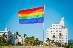 彩虹同性恋自豪日旗子,迈阿密海滩,佛罗里达 免版税库存图片