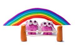 彩虹和两只彩色塑泥绵羊 库存图片