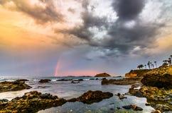彩虹和云彩在拉古纳海滩,加州 库存图片