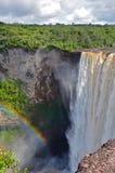 彩虹和瀑布 免版税库存照片