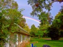 彩虹在一个晴天 免版税库存图片