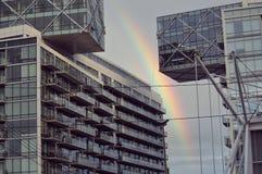 彩虹在城市 免版税库存图片