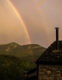 彩虹在意大利乡下 免版税库存照片