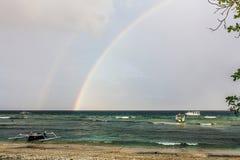 彩虹在海 免版税库存照片