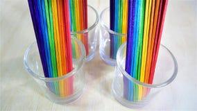 彩虹在玻璃杯的冰淇凌棍子 免版税库存图片