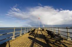 彩虹在码头的末端 免版税库存图片