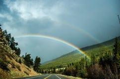 彩虹在罗基斯 免版税库存照片