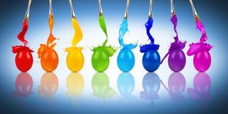 彩虹复活节彩蛋颜色飞溅行 免版税图库摄影