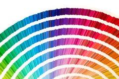 彩虹样品颜色编目在白色背景隔绝的颜色或光谱许多树荫下 颜色图表,取样器,调色板 免版税库存照片