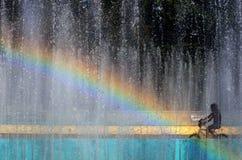 彩虹的种族在自行车 免版税库存照片