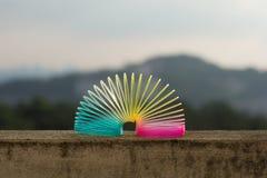 彩虹色的导线螺旋玩具 免版税库存图片