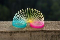 彩虹色的导线螺旋玩具 库存图片