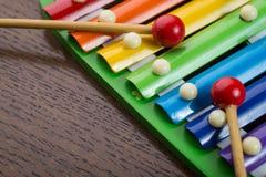 彩虹色的玩具木琴 库存照片