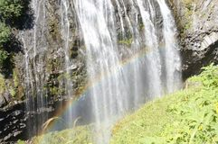 彩虹被形成在Narada秋天下 免版税库存照片